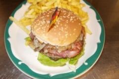 countryburgerschwarzwlderschinkenrstzwiebelnbarbecuesoe